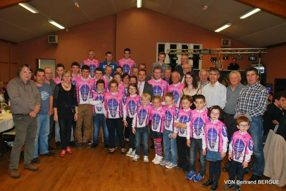 Le vélo club Nonantais organisait pas une course mais sa soirée dansante samedi26 octobre 2013. Beaucoup d anciens sont venuscomme la famille Leveau, H.Lecoeur ancien président du club et Maire...