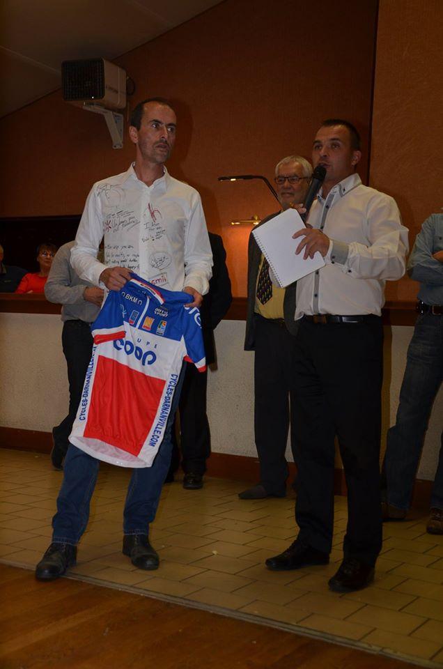 Lors de la soirée, Mickael Leveau ancien coureur du VCN est venu avec le maillot du champion de France Espoir de son frère Jéremy (parti en vacances). Il a commencé...